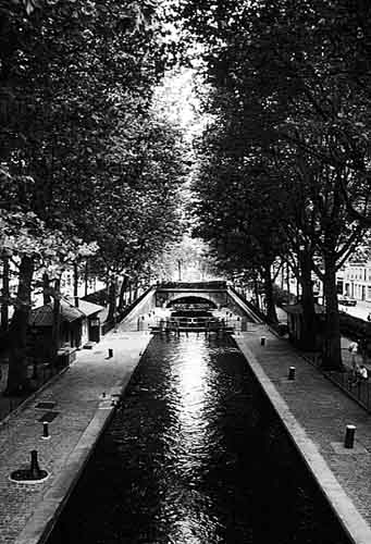 Paris photos in black and white - Canal Saint Martin