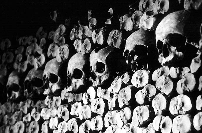 Paris photos in black and white - Catacombs