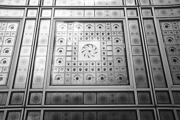 Paris photos in black and white - Institut du Monde Arabe - Window