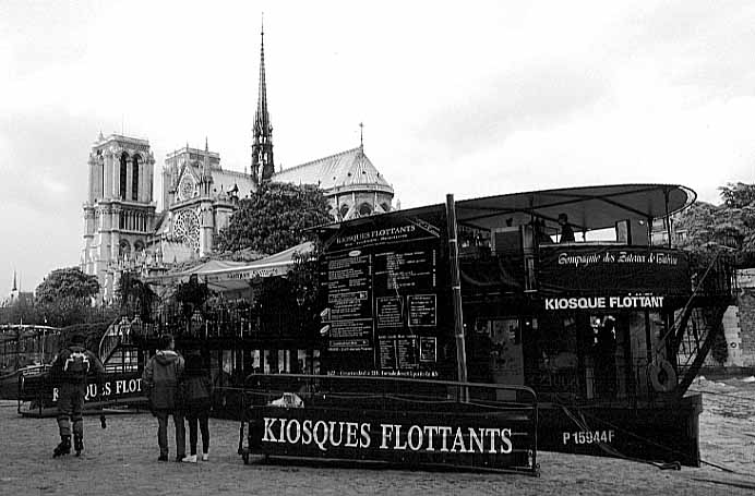 Paris photos in black and white - Kiosque Flottant