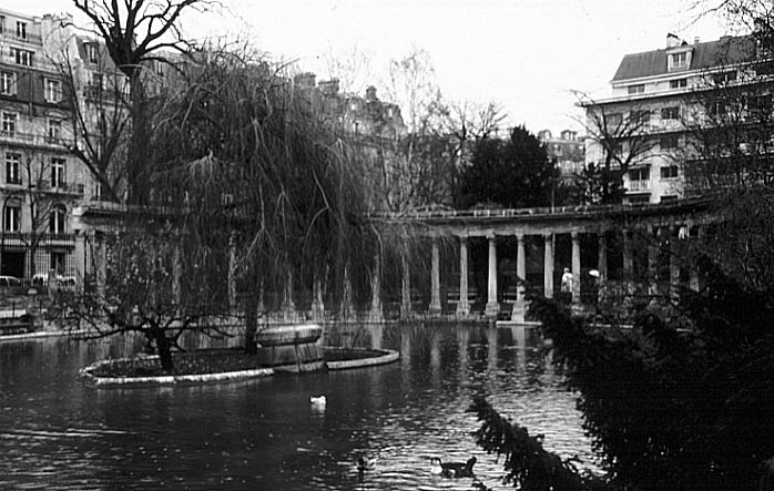 Paris photos in black and white - Parc Monceau