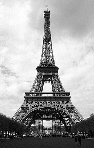 http://www.photosparis.com/images/paris_black_and_white/paris_tour_eiffel_bw.jpg