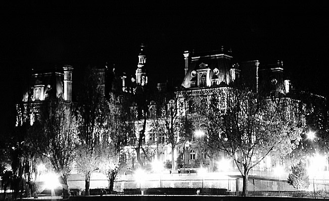 Paris photos in black and white at night - Hôtel de Ville