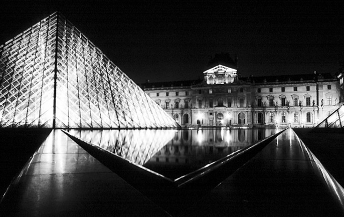 Paris photos in black and white at night - Louvre - Pyramid