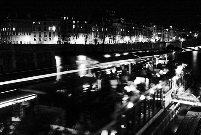 Paris photos in black and white at night - Seine - Quais