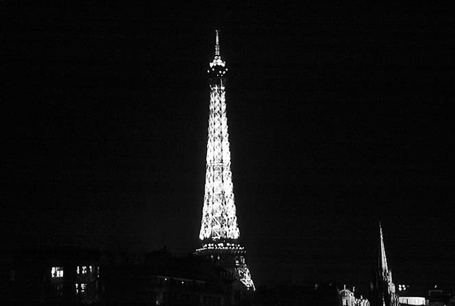 Photos - Paris in Black and White at Night - Eiffel Tower