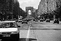 Paris black and white photos - Champs Elys�es as seen from the Place de la Concorde