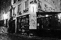 Paris black and white photos at night - �le Saint Louis - House