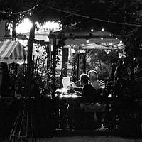 Paris black and white photos - D�ner � Montmartre