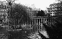 Paris black and white photos - Parc Monceau